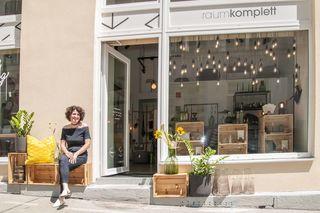 Doris Ackerl vor ihrem Laden in Mariahilf