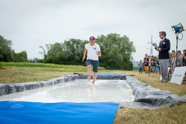 """Thomas Morgenstern bei seinem """"Guinness-Weltrekord-Run""""."""