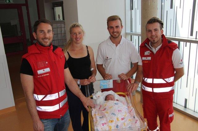 Andreas Stummer, Alexander Peinhaupt und Michael Pichler vom Roten Kreuz zu Besuch im Krankenhaus. Foto: RK Murau