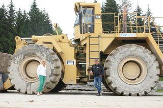 Dieser CAT-Radlader wiegt 100 Tonnen, mit ihm zu fahren ist ein unbeschreibliches Gefühl.