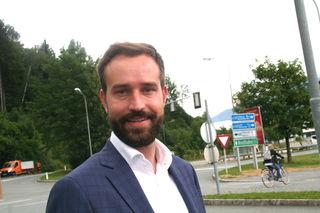 Der neue Verkehrslandesrat Stefan Schnöll - hier an der Kreuzung in Schüttdorf -  bleibt auch weiterhin Bundesobmann der Jungen ÖVP.