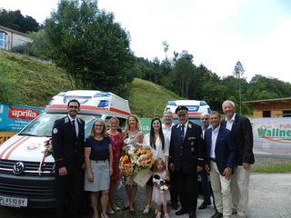 Zwei neue Rettungstransportwagen des Samariterbundes wurden im Satzinger Stadl von Pfarrer Grzegorz Ragan gesegnet.