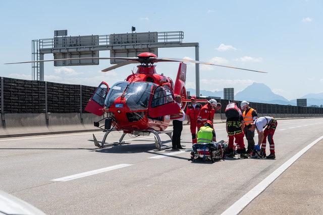 Der Rettungshubschrauber Martin 3 wurde angefordert, um einen Schwerverletzung ins Krankenhaus zu bringen.