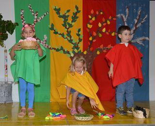 Die vier Jahreszeiten präsentierten die Kindergartenkinder vom SOS Kinderdorf.