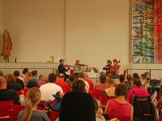 """Begeistert lauschte das Publikum der """"Musik auf Rädern""""."""