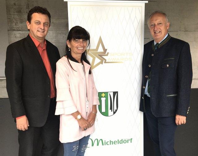 Martina Reinthaler mit Bürgermeister Horst Hufnagl (li.) und Bezirkshauptmann Dieter Goppold.