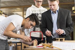 In Tirol soll es noch dieses Jahr eine Asyl-Enquete geben. Thema wird Ausbildung statt Abschiebung sein.