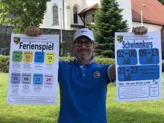 Vizebürgermeister Daniel Kosak rührt die Werbetrommel für die Schwimmkurse und das Ferienspiel in Altlengbach.