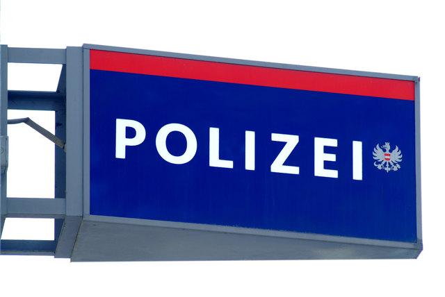 Pkw prallt auf der A9 bei Inzersdorf gegen das Tunnelportal
