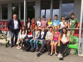 Thomas Haider, Gabriele Fellinger mit SchülerInnen der NMS St. Agatha.