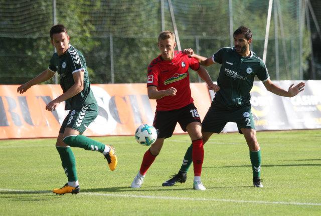 Der SC Freiburg mit Fast-WM-Fahrer Nils Petersen (Mitte) macht auch heuer in der Vorbereitung in Imst Station.