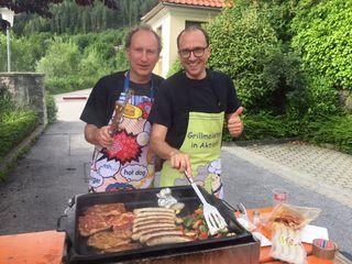 Sommerfest zum Semesterende am Campus Spittal - das Besondere daran: die Professoren bewirten die Studenten