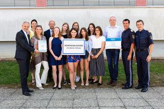 """Mit Aufklärungsaktivitäten zum Thema """"Sicheres Internet"""" gewann die 5c des Gymnasiums Güssing 500 Euro."""