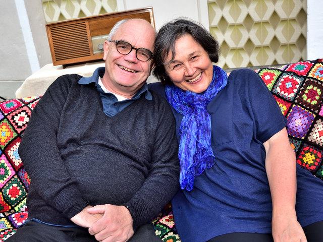 Auch die Premierengäste Stephan und Anna Eder machten es sich gemütlich im Schlosshof Ulmerfeld.