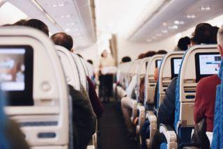 Ein Flugbegleiter spricht über seine schrägsten Erlebnisse über den Wolken und verrät spannende Tipps & Tricks rund ums Fliegen.