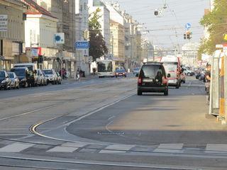 Die Brünner Straße wird für Gleisbauarbeiten teilweise gesperrt. Die Bauarbeiten dauern bis Sonntag, 16. September 2018.