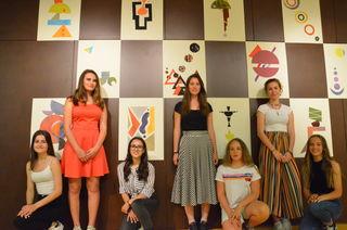 Die SchülerInnen der fünften Klasse übten sich auch in der künstlerischen Ausführung von Abstraktem.