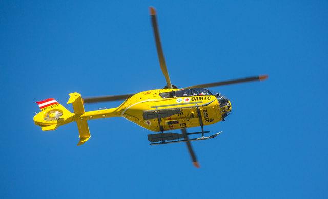 Der 89-Jährige wurde mit dem Notarzthubschrauber in das BKH Lienz geflogen.