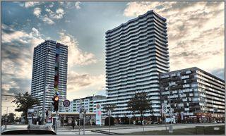 Wohnhausanlage und Einkaufszentrum CITY GATE Wagramer Straße 195, A-1210 Wien Neubau 2013-2015 Architekten: Frank + Partner Ziviltechniker GmbH; querkraft architekten zt gmbh; Schleifinger + Partner ZTG