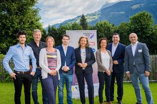 vlnr: Robert Mascher (Founder NRG-X/Volterio), Andreas König (Start-up-Investor), Gerda Fuhrmann (Founder UriSalt), Christian Flechl (Founder NRG-X/Volterio), LRin Patrizia Zoller-Frischauf (Tiroler Landesregierung), Pinar Kilickiran (Founder UriSalt), Marcus Hofer (Standortagentur Tirol) und Bernhard Sagmeister (aws).