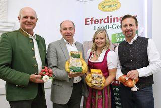 Ewald Mayr (GF Erzeugergemeinschaft Eferdinger-Landl), Agrar-Landesrat Max Hiegelsberger, Oö. Erdäpfelprinzessin Katharina I. und Manfred Schauer (Obmann Erzeugergemeinschaft Eferdinger-Landl)