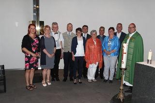 Bischof Hermann Glettler mit den acht neuen BegräbnisleiterIn sowie den Lehrgangsbegleiterinnen Christine Drexler und Sabine Tschon.