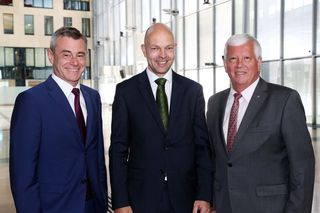 v. l.: RLB OÖ-Generaldirektor Heinrich Schaller, das neue Vorstandsmitglied Michael Glaser und Aufsichtsratspräsident Jakob Auer.