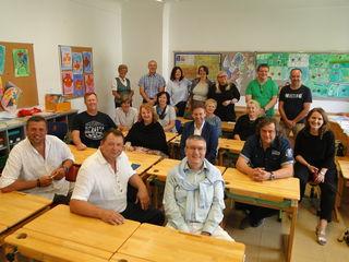 Klassenfoto - einige Jahre später - im ehemaligen Klassenzimmer.