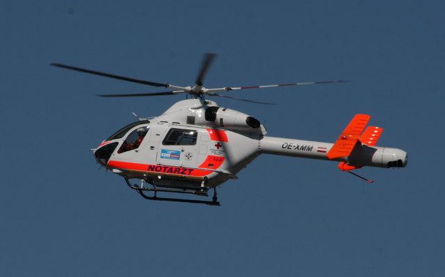 Eine Mutter und das dreijährige Kind wurde mit einem Hubschrauber ins UKH Salzburg gebracht.