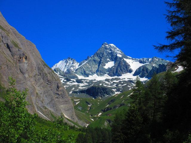 Majestätisch steht er da, der Großglockner, der höchste Berg Österreichs.
