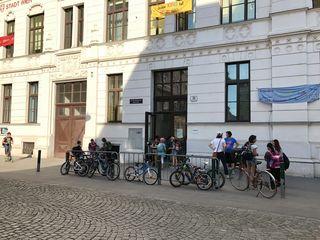 Die Straße vor der Volksschule wird gesperrt - zufahren mit dem Rad wird aber weiter möglich sein.
