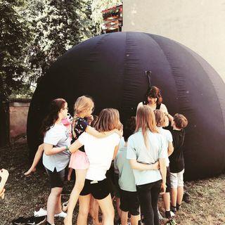 Die Kinder durften einen Ausflug ins Weltall machen.