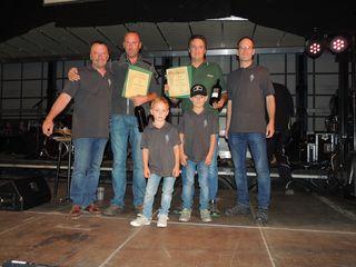 Bgm. Martin Wratschko mit HBI Johann Eggenhofer, Lukas und Thomas, Herbert Egger und Gerald Moshammer Kassier.