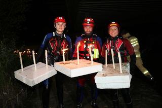 In Bischofshofen feierte die Wasserrettung auf der Salzach mit Kerzenschein und Lagerfeuer die Sommer Sonnenwende.