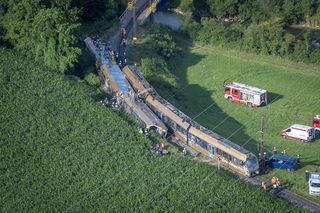 Zwei Triebwägen der Himmelstreppe auf der Mariazellerbahn sind bei der Pielachbrücke entgleist. Es gibt ersten Angaben zufolge 30 Verletzte. Drei davon sollen schwer verletzt worden sein.