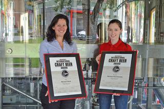 Braumeisterin Barbara Zirn und Brauerin Christin Fix nahmen die Auszeichnung entgegen.