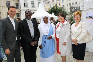 Gemeinsam für eine faire Welt: Ernst Gödl, Simon Ntamwana,  Godelive Miburo  und Sylvia Meier-Kajbic