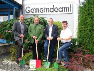 Den Startschuss für glasfaserschnelles Internet in Oberhaag gaben (v.l.) GK Erich Kuntner, Bgm. Ernst Haring, Projektleiter Markus Halb und Vizebgm. Werner Strohmaier.