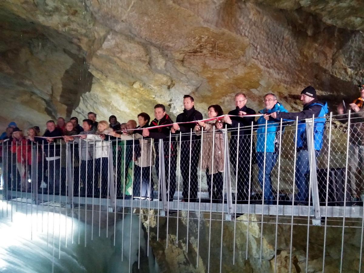 das billigste 60% Freigabe am besten online Neuinszenierung der Dachstein Rieseneishöhle - Salzkammergut