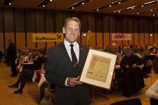 Heinz Lutz bei der Verleihung des Goldenen Ehrenzeichens des ASVÖ Tirol