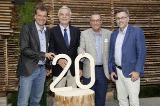 20 Jahre – 3 Vorsitzende – 1 Geschäftsführer: (v.l.) Der aktuelle Vorsitzende von proHolz Tirol, Karl Schafferer, mit seinen beiden Vorgängern und nunmehrigen Ehrenvorsitzenden Hermann Wurm und Helmuth Fritz, sowie der mittlerweile 20 Jahre tätige Geschäftsführer Rüdiger Lex.