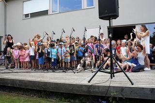 Der Kinderchor eröffnete das Schulgasslfest in Fernitz-Mellach.