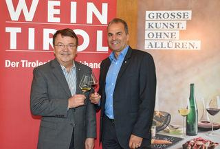 ÖWM-Chef Willi Klinger (l.) und Dietmar Meraner (Wein Tirol) freuen sich über eine positive Entwicklung der Weinwirtschaft.