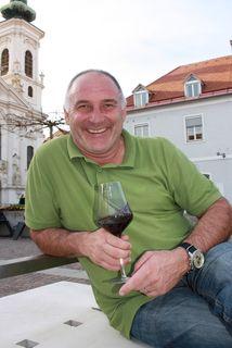 Zum Wohl: Manfred Leitold ist nun Restaurantleiter.