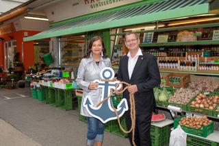 Stadträtin Ulli Sima und Bezirksvorsteher Georg Papai präsentieren das Kunstprojekt Ankerplatz Floridsdorf. Start ist im Herbst.