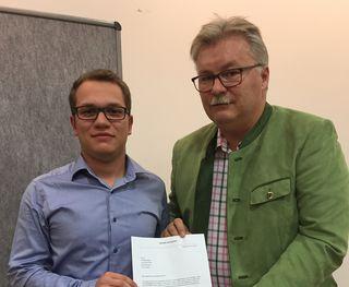 Jugend GR- Maximilian Rainer mit Bgm. Josef Kutrovatz