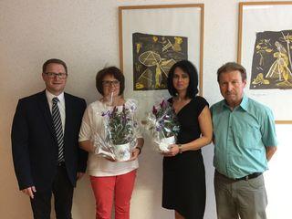 Heimleiter Peter Pröll (l.) mit Friedrich Schneider (r.)  und den neuen Pflegedienstleiterin Roswitha Jezek (2. v. l.) und Karin Spitzl (3. v. l.).