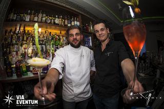 Sechs Gänge, sechs Cocktails: Unter diesem Motto laden Oliver Weber (l.) und Dominik Wolf alle Genießer ins Café Vorstadt.