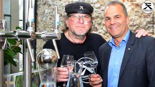 Frizzey mit  Dietmar Meraner (Mitglied, Unterstützer, Sponsor Wellwasser, Weinkellerei).