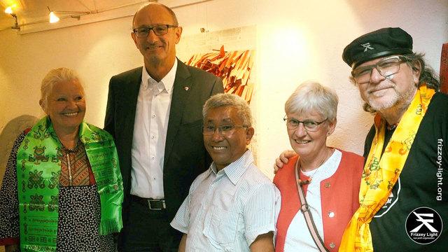 Christine Jarosch, Toni Mattle (Mitglied), Rinzi und Claudia Lama (Eltern von David Lama) und Frizzey Greif (v.l.).